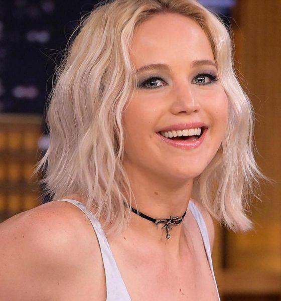 Jennifer Lawrence risponde alle accuse di sessismo per il suo abito