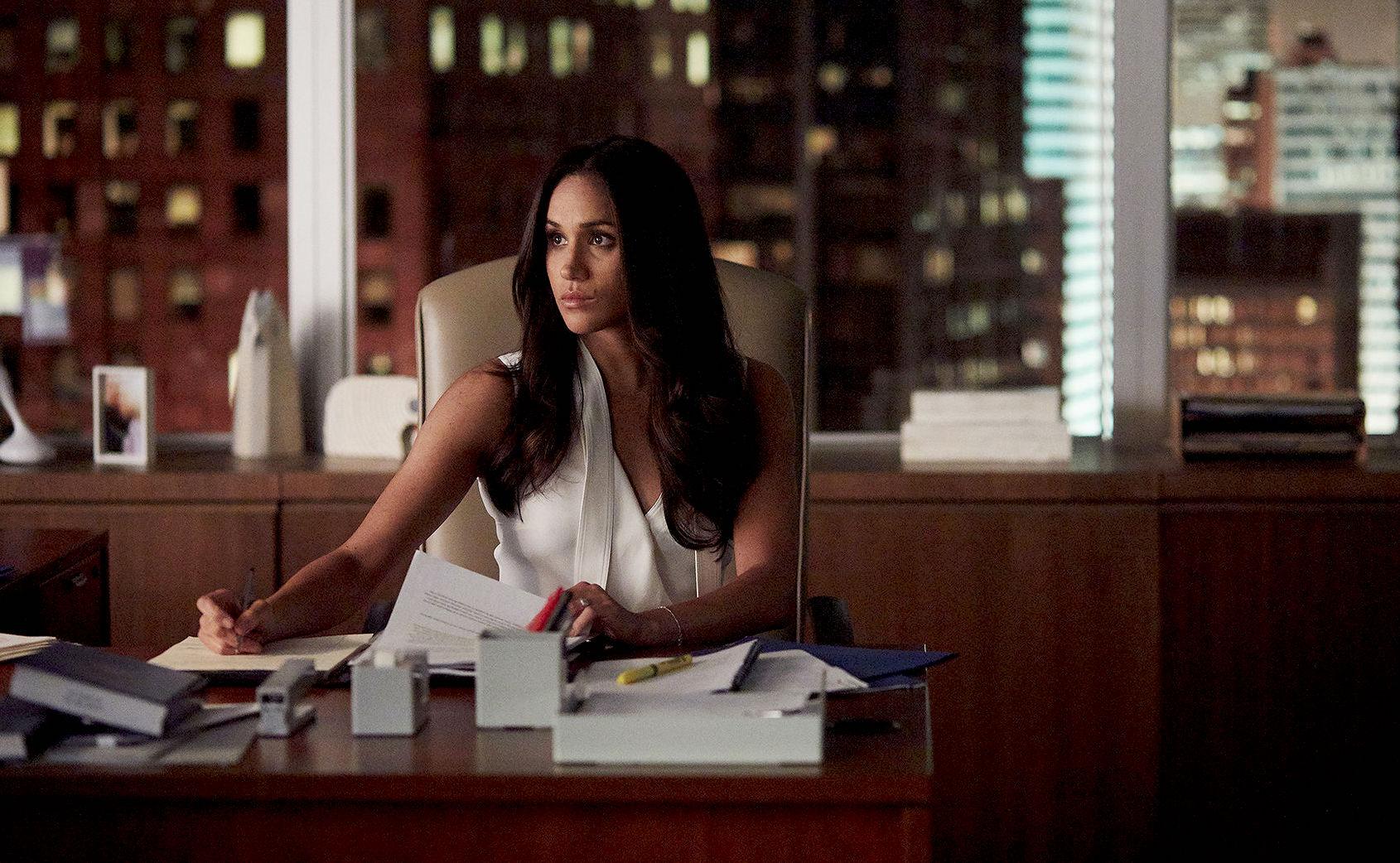 Meghan Markle in una scena della serie Suits