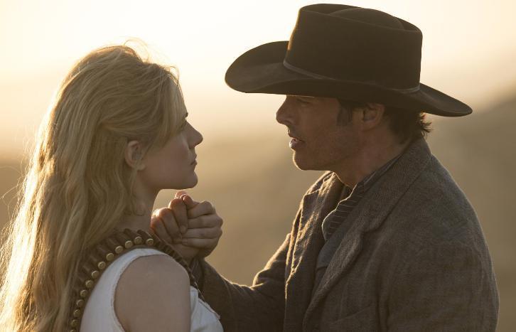 Teddy e Dolores in una scena di Westworld 2x01