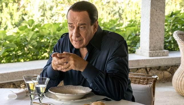 """Silvio Berlusconi dialoga con Ennio Doris in """"Loro 2"""""""