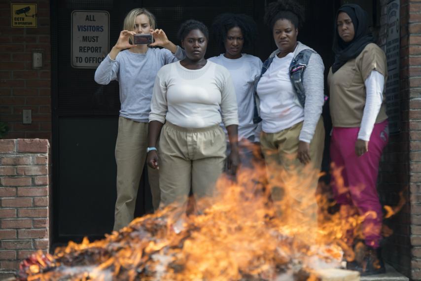 Una scena dell'ultima stagione di Orange is the new black