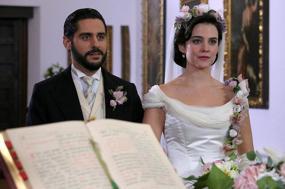 Una Vita: Maria Luisa e Victor sposi
