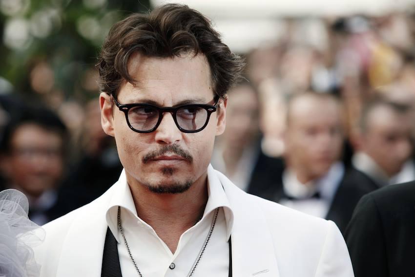 Johnny Depp accusato di aggressione, ritirato dai cinema il suo ultimo film