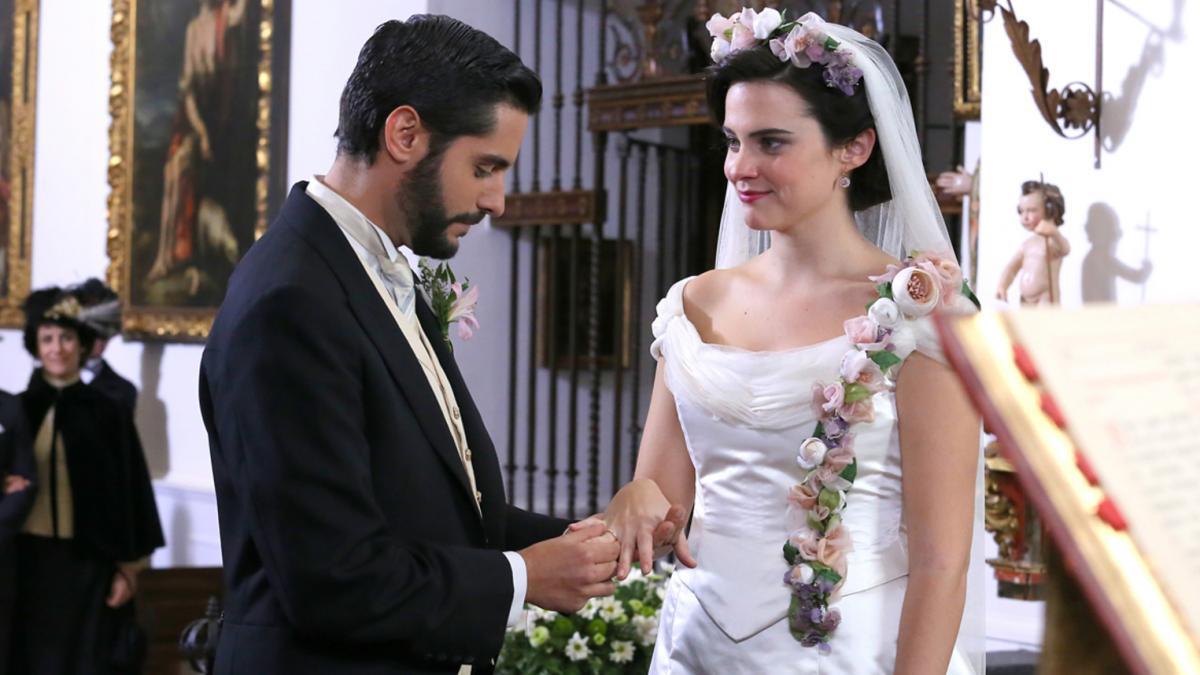 Una Vita, trame: Maria Luisa e Victor si sposano e lasciano Acacias 38