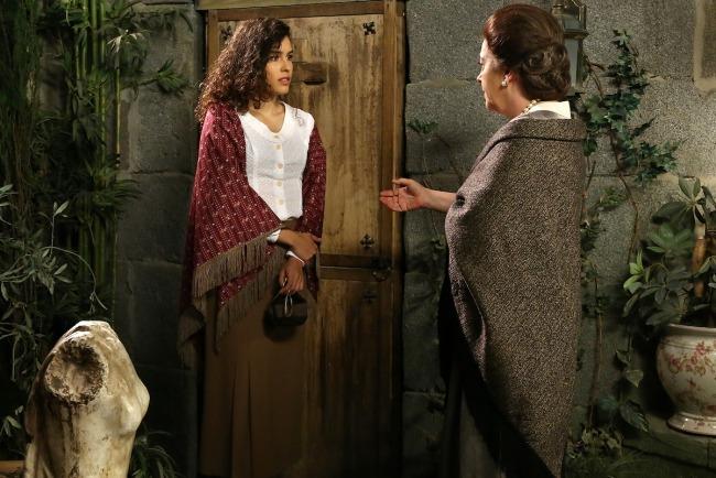 Il Segreto: Il Segreto, puntate 23-27 dicembre: Lola non vuole più aiutare Francisca