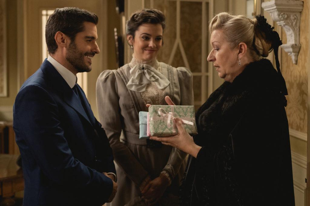 Una Vita anticipazioni: Maria Luisa e Victor tornano per le nozze di Antonito