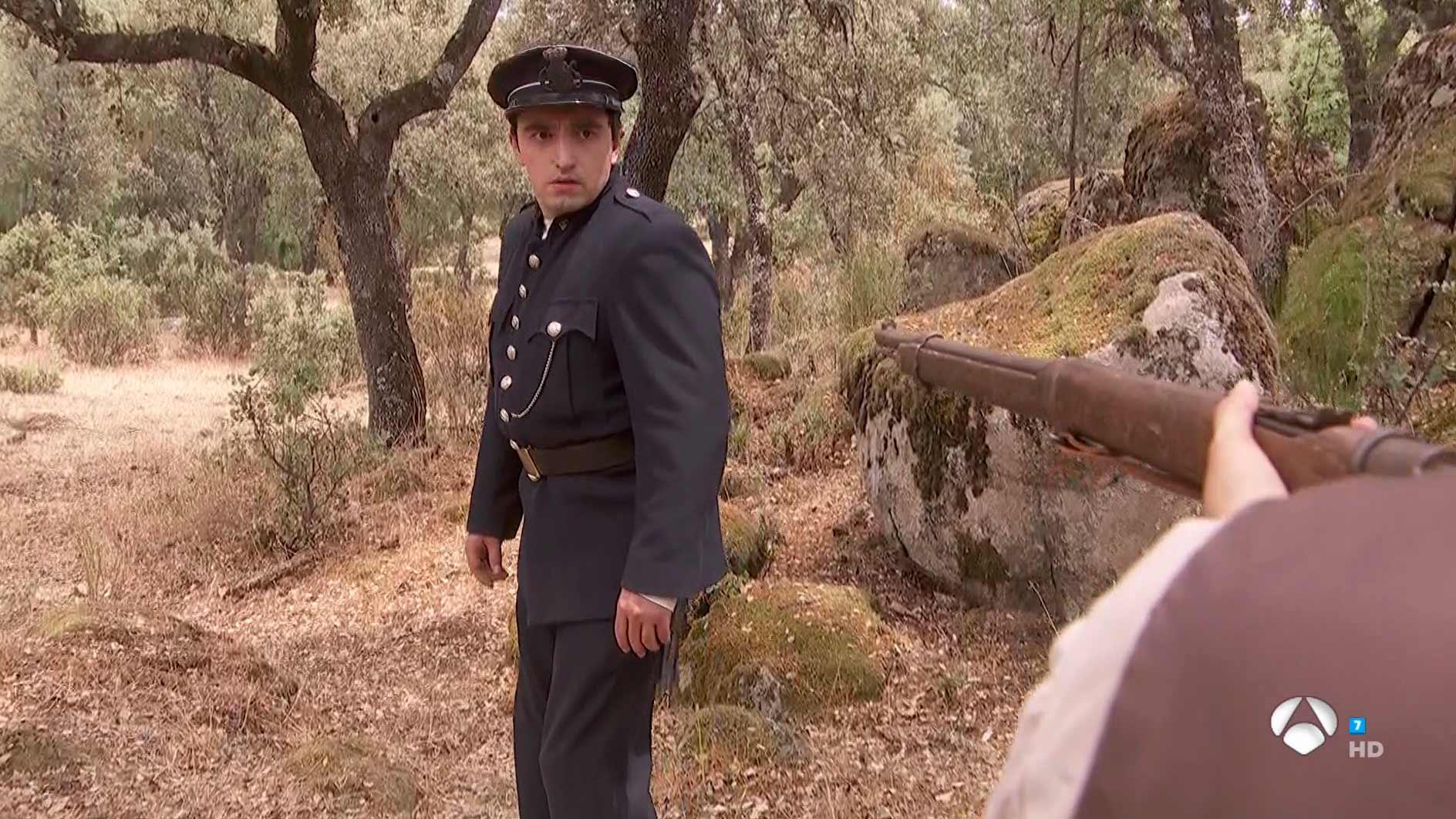Il Segreto: Fernando aggredisce il sergente Meliton in montagna