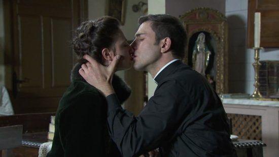 Una Vita - Licia e Telmo fanno per la prima volta l'amore