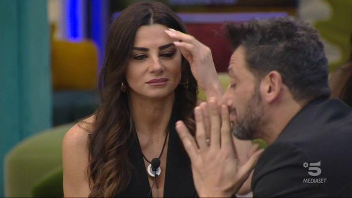 Grande Fratello Vip: Serena gela Pago, non vuole sposare il cantante