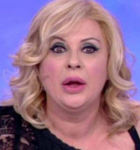 """Uomini e Donne: Tina attacca Nicola: """"Fai schifo, ti dovresti vergognare"""""""