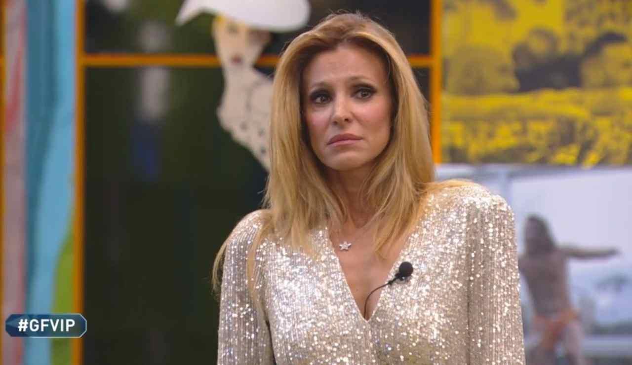 """Grande Fratello Vip - Adriana in lacrime: """"Mia madre è stata un'infermiera di sala di rianimazione"""""""