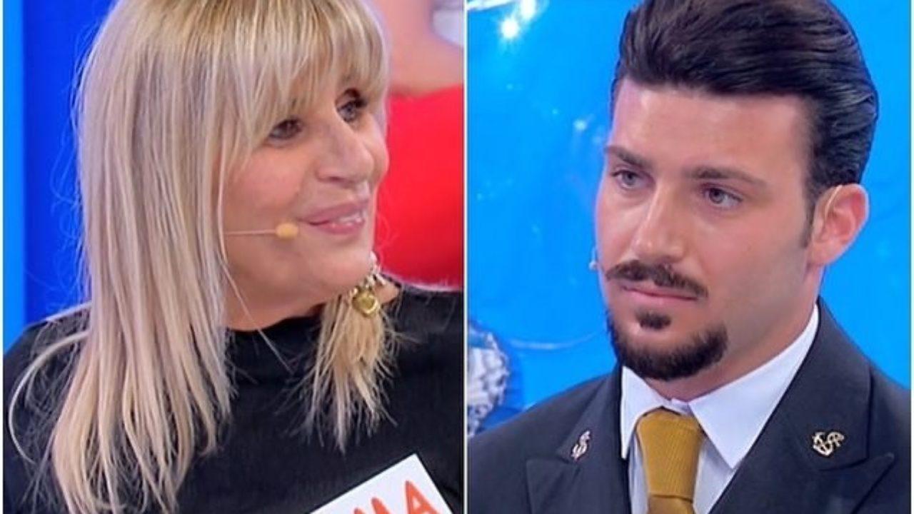 """Uomini e Donne - Biagio D'Anelli sbugiarda il cavaliere di Gemma: """"si è messo d'accordo con la mamma e la sua ragazza"""""""