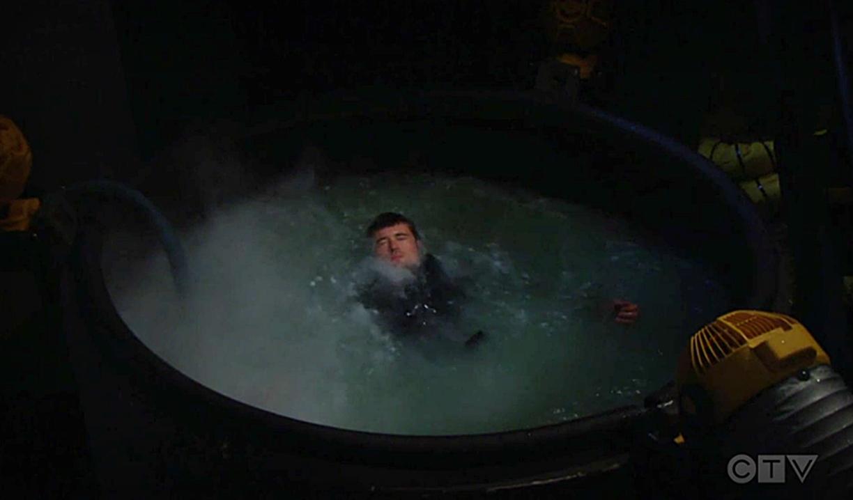 Beautiful: Thomas cade in una vasca di acido