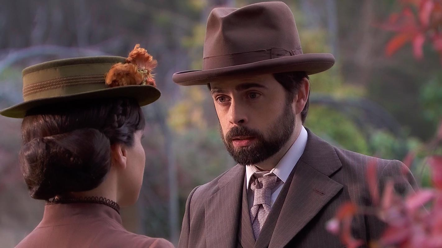 Una Vita - La serva Laura asseconda il piano di Velasco di uccidere Felipe