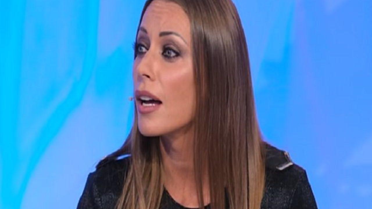 """Temptation Island - Karina Cascella attacca la coppia: """"Non hanno dignità"""""""