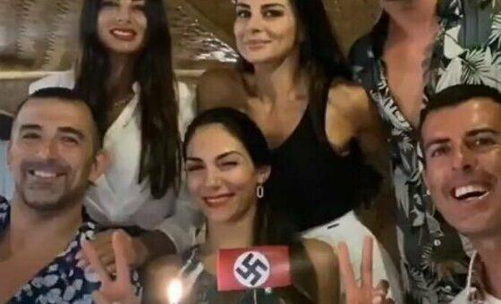 Elga e Serena Enardu viste con una torta con la svastica: bufera sui social