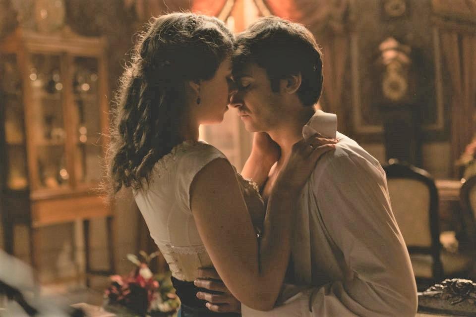Una vita - Casilda vede Liberto mentre sta baciando Genoveva