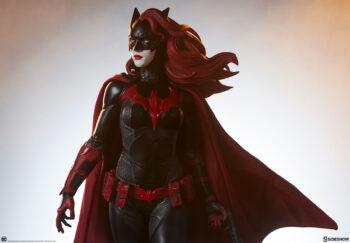 Batwoman: Alice dovrebbe evolversi in Alice rossa + batwoman