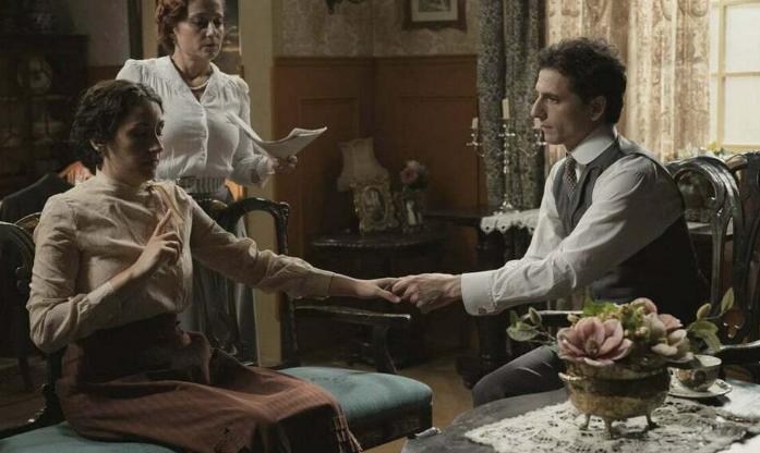Una Vita - Lolita ha uno svenimento durante una discussione con Antonito