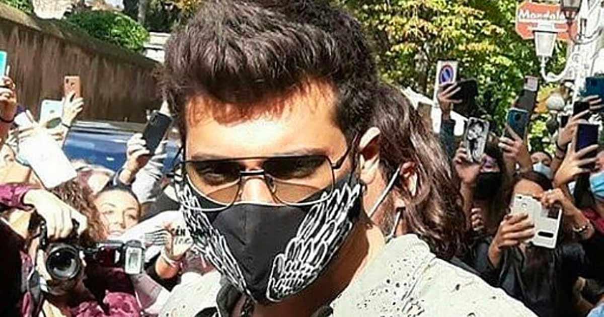Can Yaman - Tantissimi fan ad attendere l'attore turco a Roma