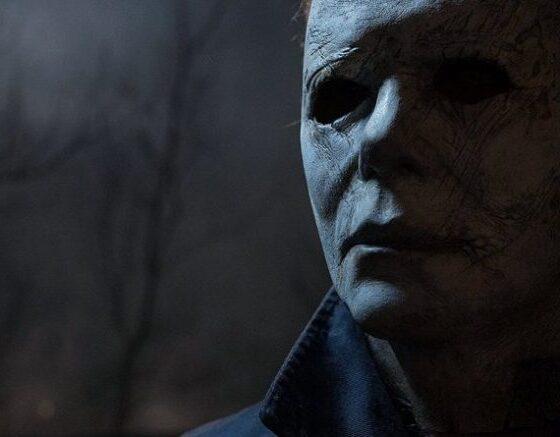 Halloween è alle porte e con locali e ristoranti obbligati a chiudere dalle 18:00 alle 05:00, molti di noi lo trascoreranno in casa. Ecco dunque una lista dei migliori film da guardare in occasione della festa più spaventosa dell'anno.