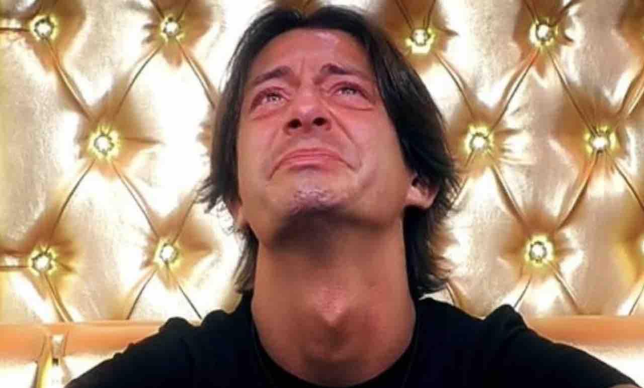 Grande Fratello Vip - Il popolo del web chiede l'espulsione del figlio di Alba Parietti