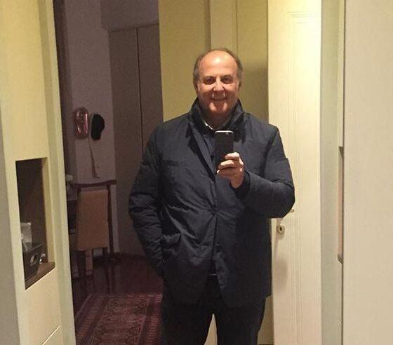 Gerry Scotti dimesso dall'ospedale dopo il covid-19: il post emoziona il web