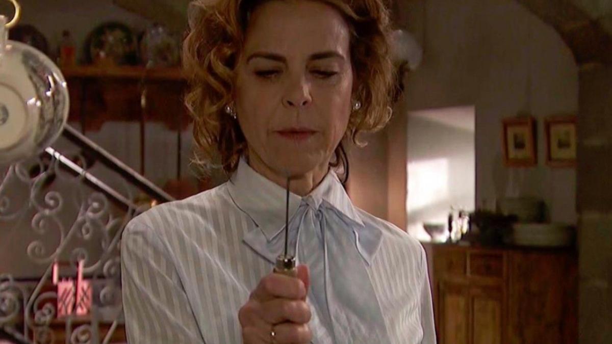 Il Segreto - Donna Begona uccide Ramon con un tagliacarte