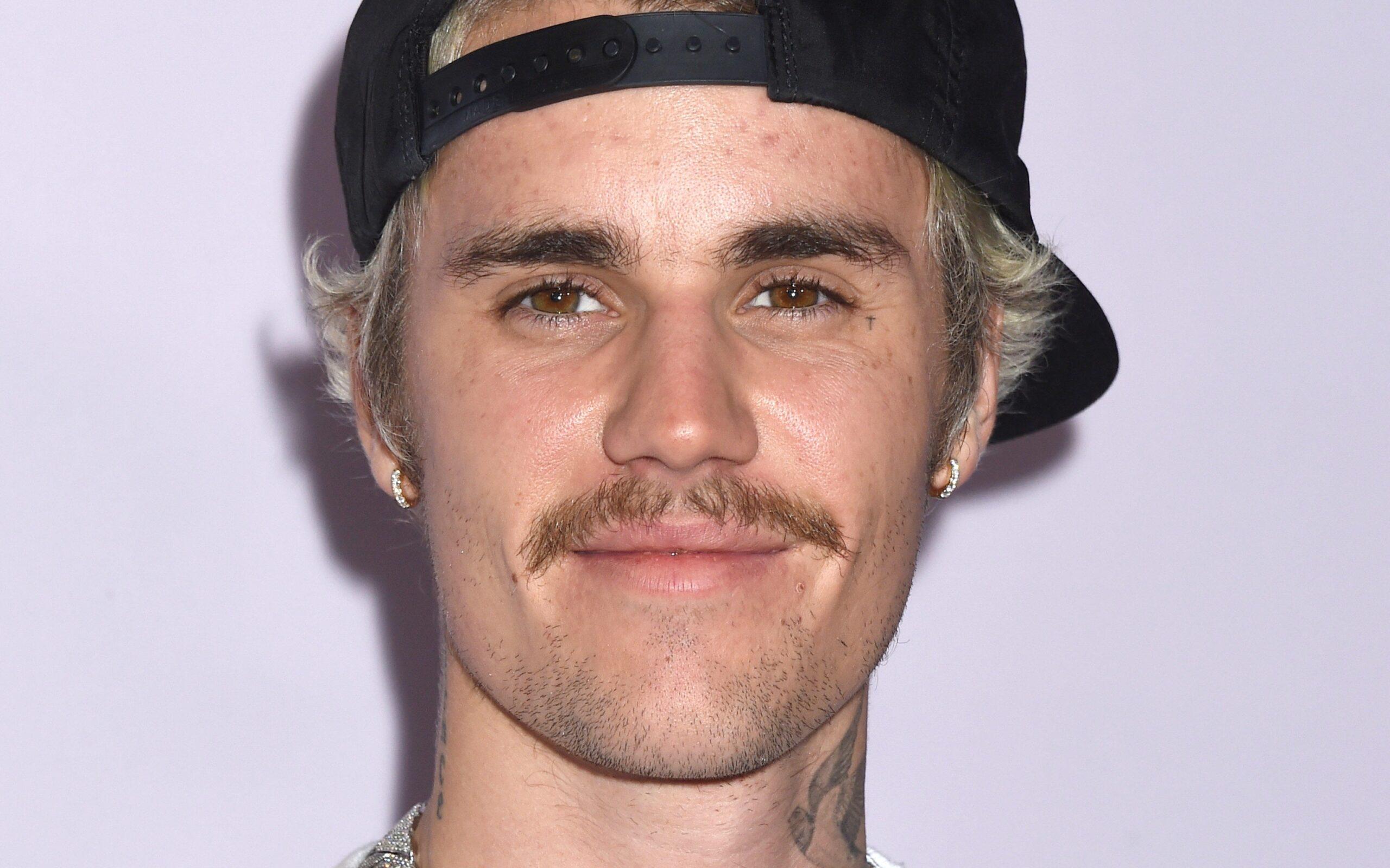 Justin Bieber àA°nyone testo e traduzione