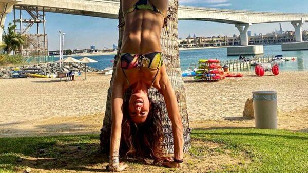 Grande Fratello Vip - La showgirl cade rovinosamente al suolo dopo una verticale