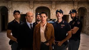 Lolita Lobosco (Luisa Ranieri) insieme alla sua squadra