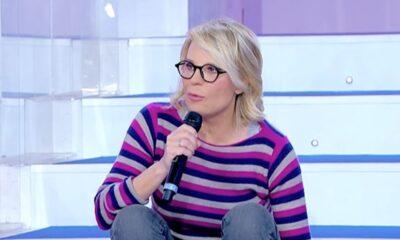Uomini e Donne e Amici sospesi su Canale 5: la decisione di Mediaset