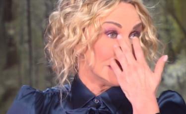 E' sempre mezzogiorno - La conduttrice piange la morte della gobbista Carmela per Covid-19