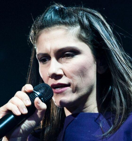 Grave lutto per la cantante Elisa Toffoli: morti due zii per Covid-19