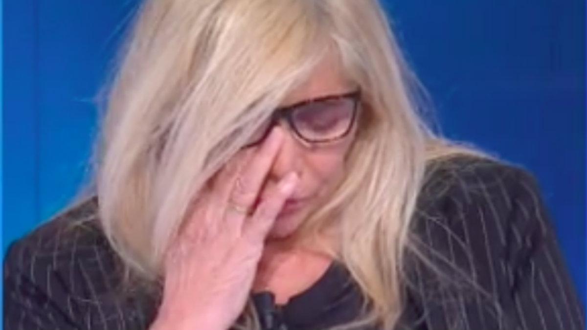 """Domenica In, Mara Venier in lacrime: """"La nostra Carmela è venuta a mancare siamo affranti"""""""